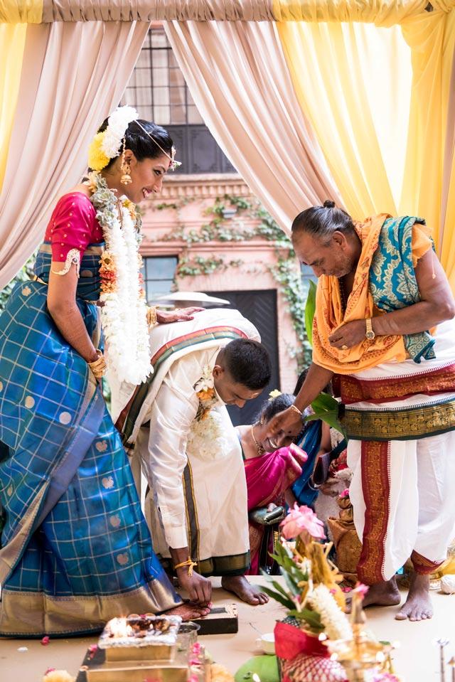 Pooj & Siva durante la ceremonia de la boda tradicional hindú