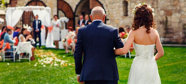 El significado del paseo de la novia hasta el altar