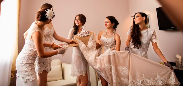 La ilusión de la novia por mantener en secreto su vestido de novia