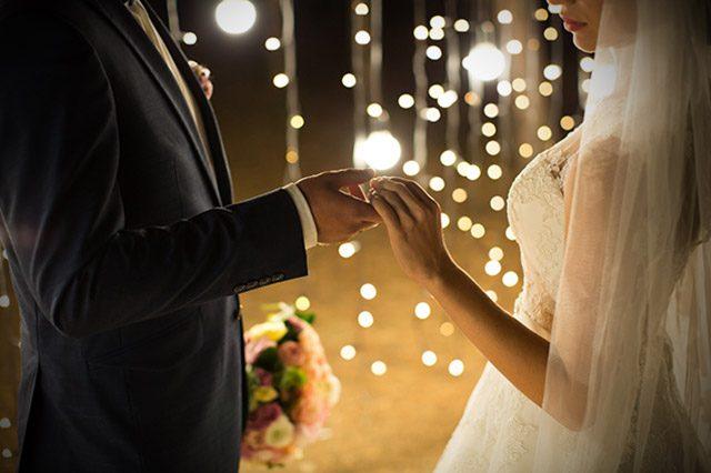 Las ventajas e inconvenientes de las bodas de noche