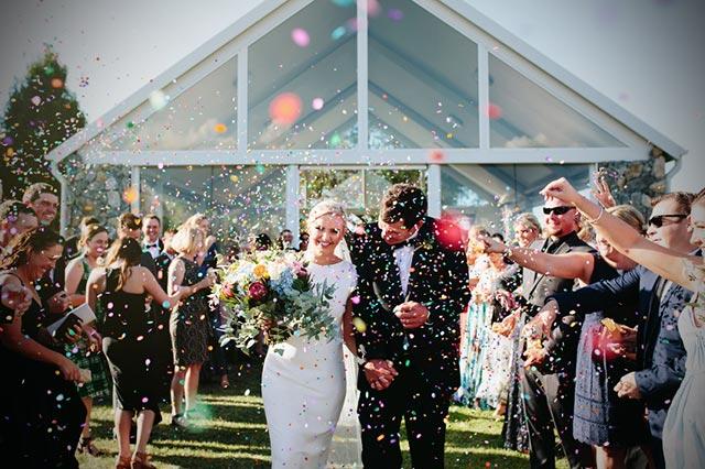 Más de 15 ideas para lanzar confeti a a salida de la ceremonia a los novios