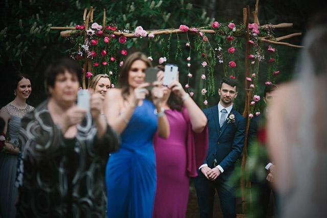 Prohibido usar móviles en una boda