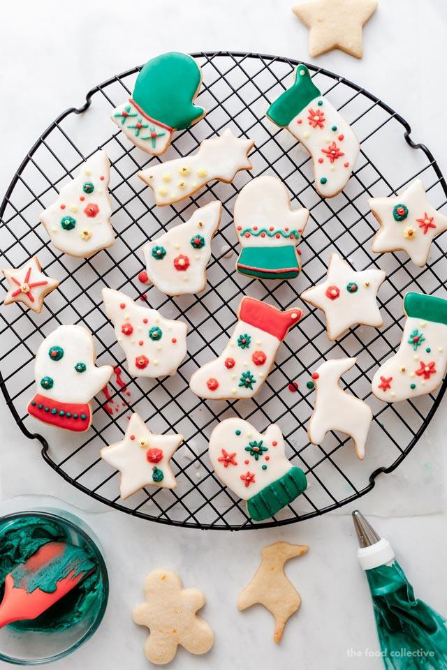 Galletas de Navidad con formas de árboles, botas, guantes, renos, estrellas