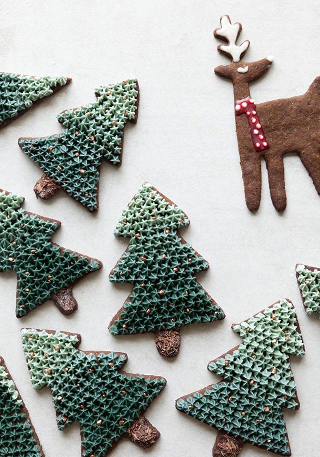 Galletas de Navidad con formas árbol de navidad y reno