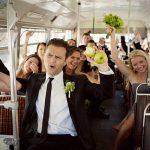 ¿Deberíamos contratar un autocar para los invitados?